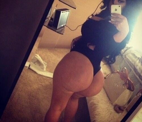 Thick booty honey taking a selfie